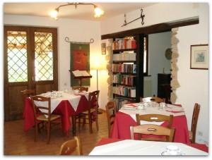 sala ristorante agriturismo le marche italy